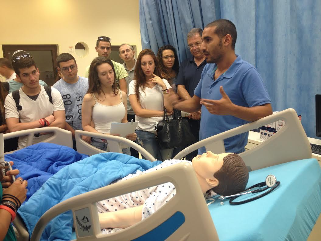 העיקר הבריאות. פרמדיק אודי גלבשטיין, המדריך הראשי|צילום: הנדסאים באריאל