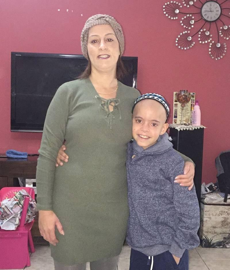 טיפול חדשני. איליי ואמו בבית החולים|צילום: באדיבות המרכז הרפואי לגליל