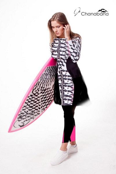 מעצבת גם בגדי גלישה | צילום Chanabana