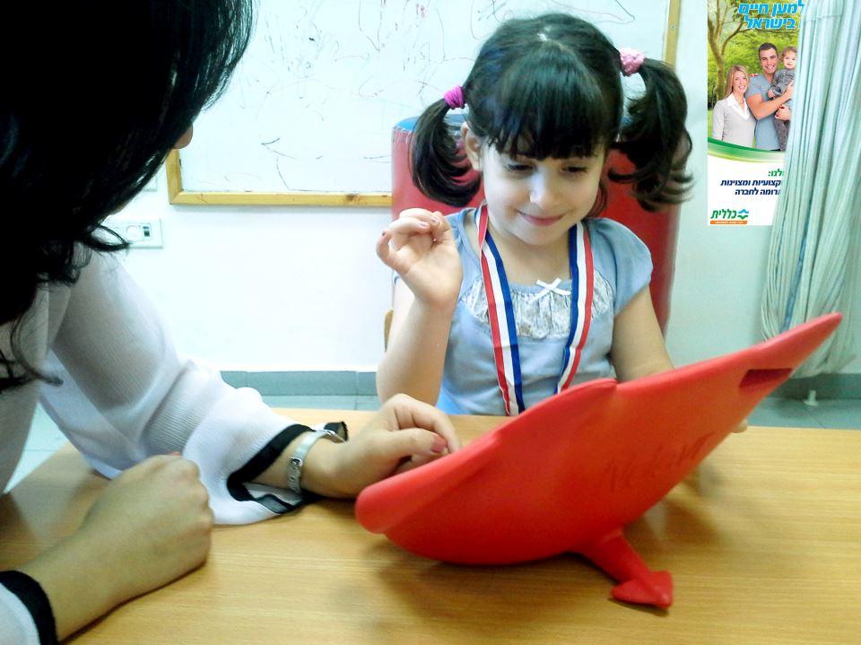 מטפלים בילדים בעזרת אייפדים