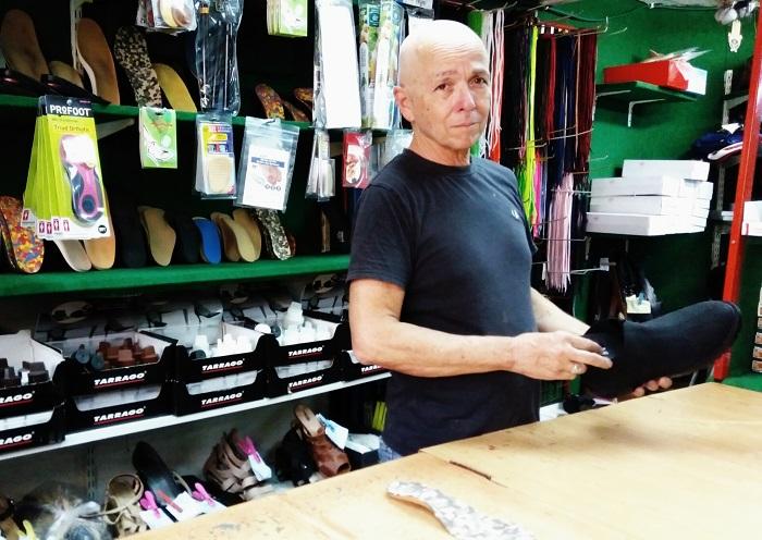 פסיכולוג של נעליים, שאול אורטופדיה   צילום פרטי